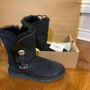 UGG Bailey Button UGG in Size and 10